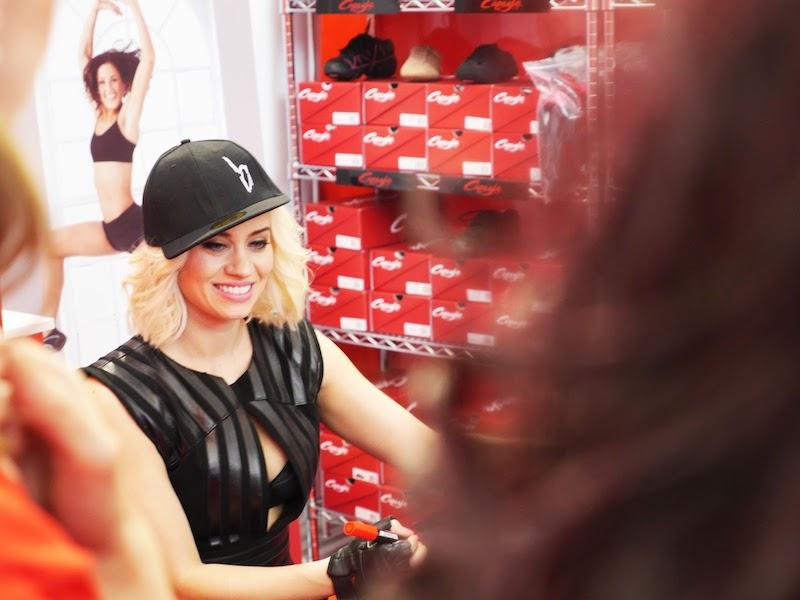 Kimberly Wyatt (ex-Pussycat Dolls) după show-ul susţinut la Move It 2013, sub tutela Capezio